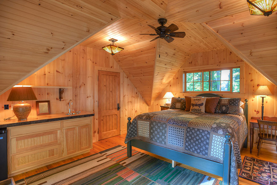 Lakefront-Lodge-GuestHouse-Bedroom
