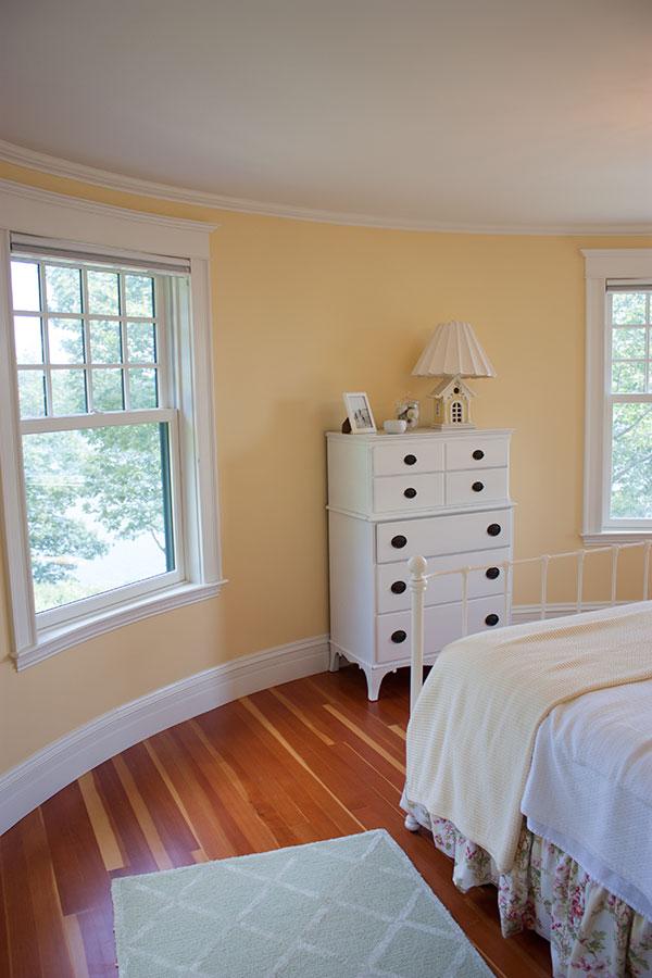 round-bedroom
